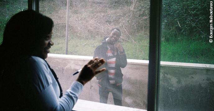 """Estudantes africanos na Europa têm dificuldade de voltar para seus países de origem depois de terminarem os estudos"""", diz Loveline Nguetsa. Mas não ela, que deseja voltar para Camarões quando obtiver seu diploma em eletrônica e seu mestrado em automação."""