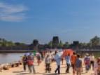 Chaque année, 2,5 à 3 millions de touristes visitent le temple d'Angkor.