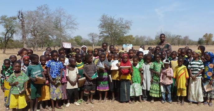 Ecoliers de la brousse au Burkina Faso